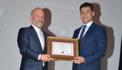 """KKTC Başbakanı Hüseyin Özgürgüne """"Yakın Doğu Altın Anahtar Onur Ödülü"""""""