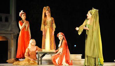 ''Saraydan Kız Kaçırma'' İstanbul Arkeoloji Müzeleri bahçesinde